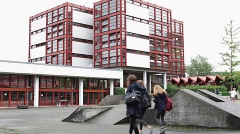 Textblock An der Kantonsschule Zug weht ein kalter Wind