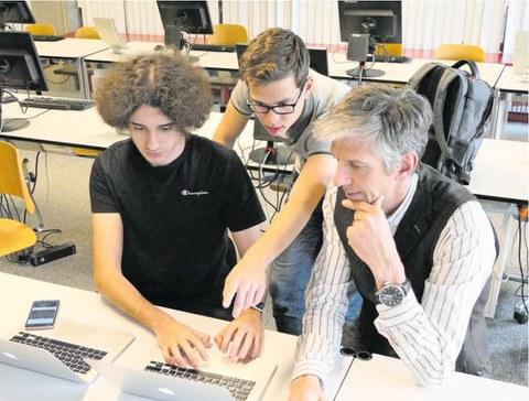 Textblock: Wenn Zuger Schüler ihre Lehrer lehren