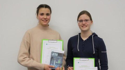 Textblock Zwei Zugerinnen gewinnen Finale von «Jugend debattiert»