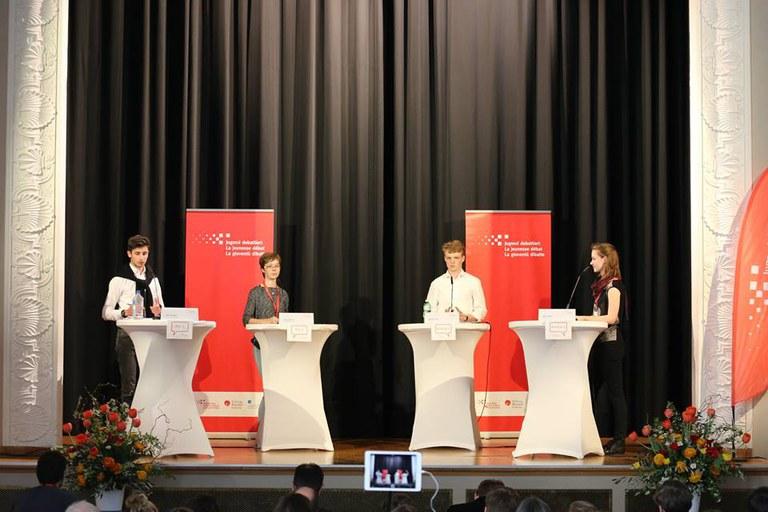 Kategorie II. Mara Labud ganz rechts (Foto Jugend debattiert Schweiz)