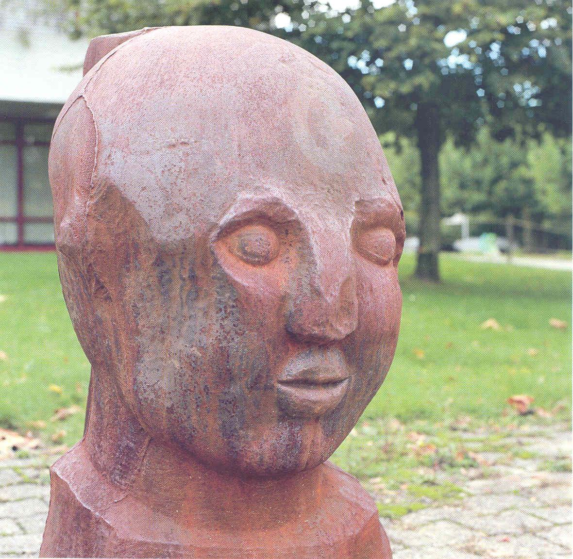Fritz Roth - Kopf, Eisenabguss einer Holzplastik - vor der Mediothek