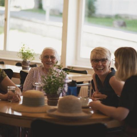 5 Treffen der Generationen.jpg