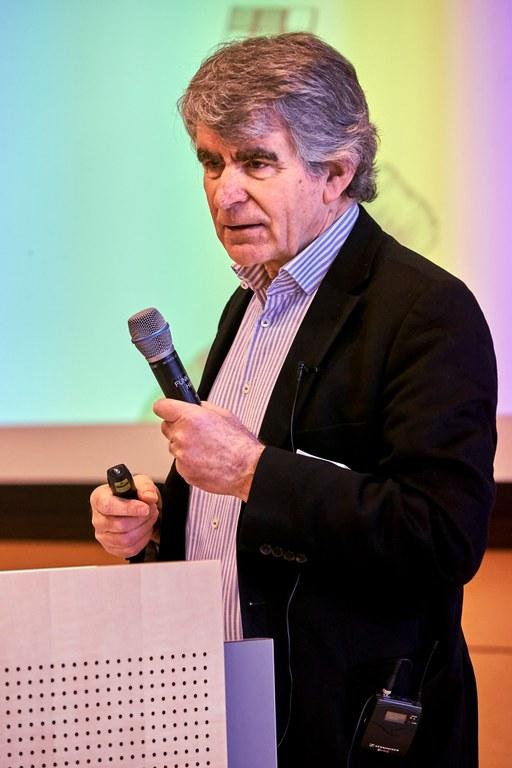 Prof. Dr. Dehnbostel hält sein Referat «Lernen im Prozess der Arbeit»