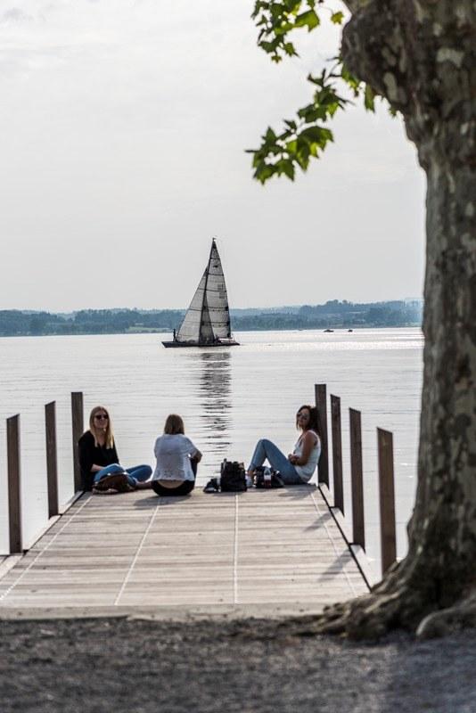 Jugendliche am See Andreas Busslinger