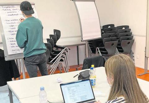 Textblock Schüler probieren sich in der Praxis