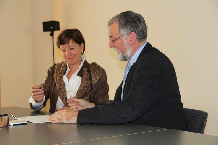 Unterzeichnung von Regula Hürlimann, Gemeindepräsidentin Hünenberg und Jean-Pierre Helbling, Gemeindepräsident Marly