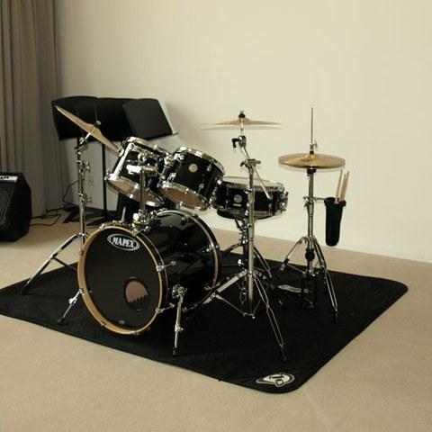 Bandraum mit Schlagzeug