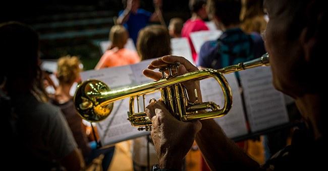 Detailaufnahme vom Orchester Menzingen
