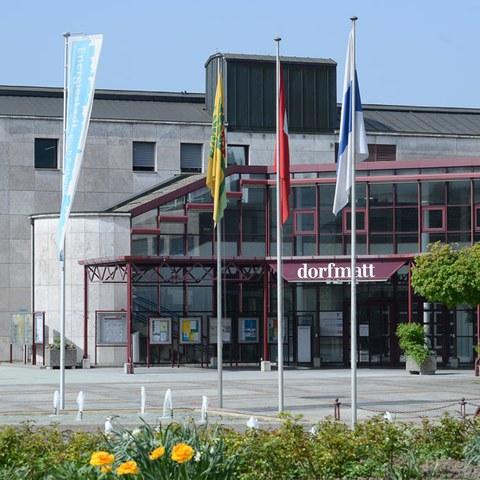 Dorfmatt mit Rathaus