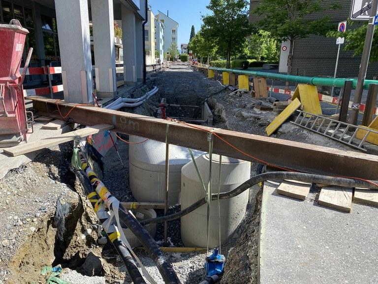 Neue Schächte Entwässerung und Provisorium Schmutzwasser in der Alten Chamerstrasse