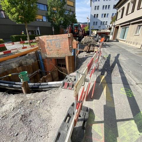 Alte Chamerstrasse Grube für Regenwasserleitung