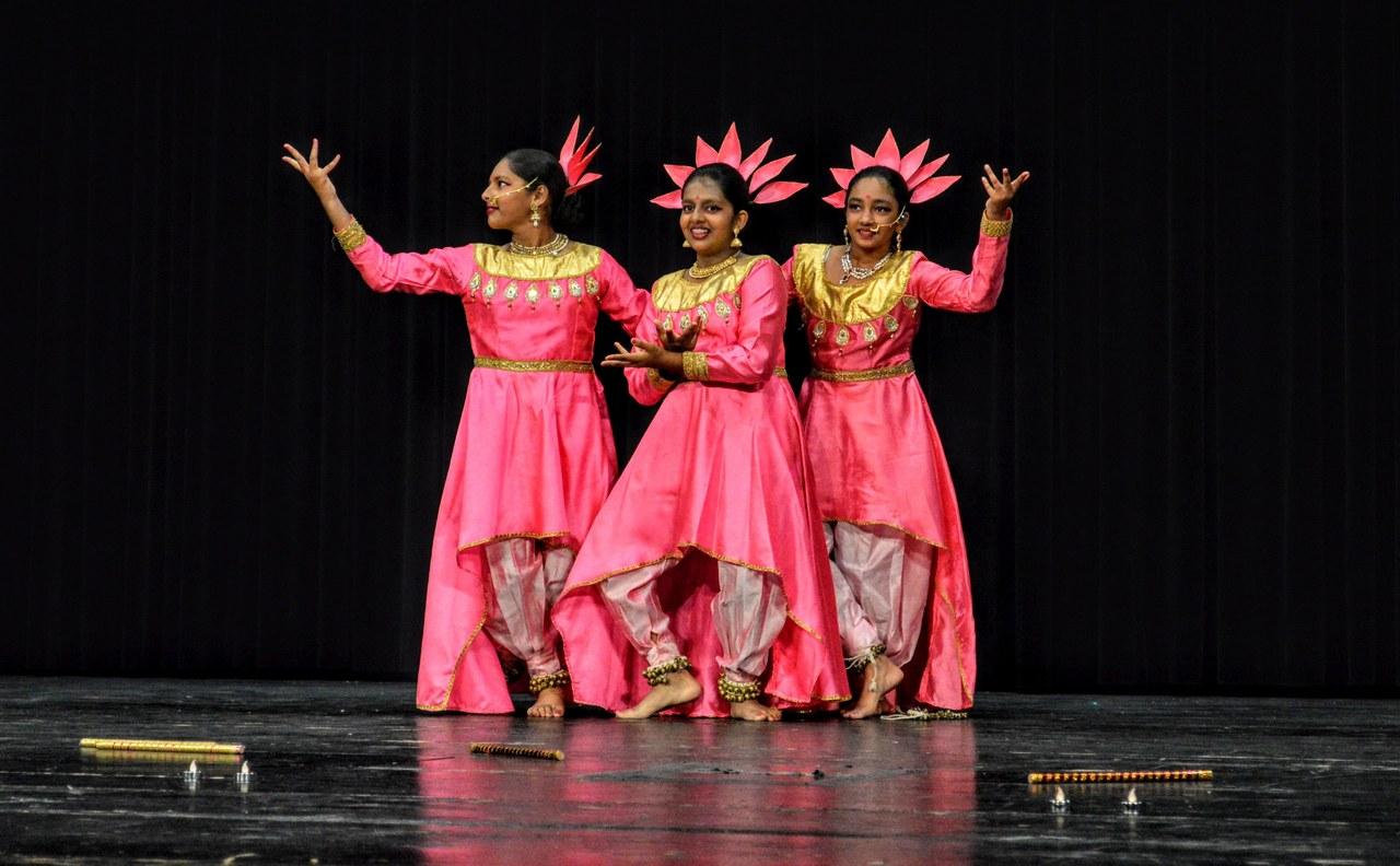 Tanzaufführung der Vrindavan Dance Academy