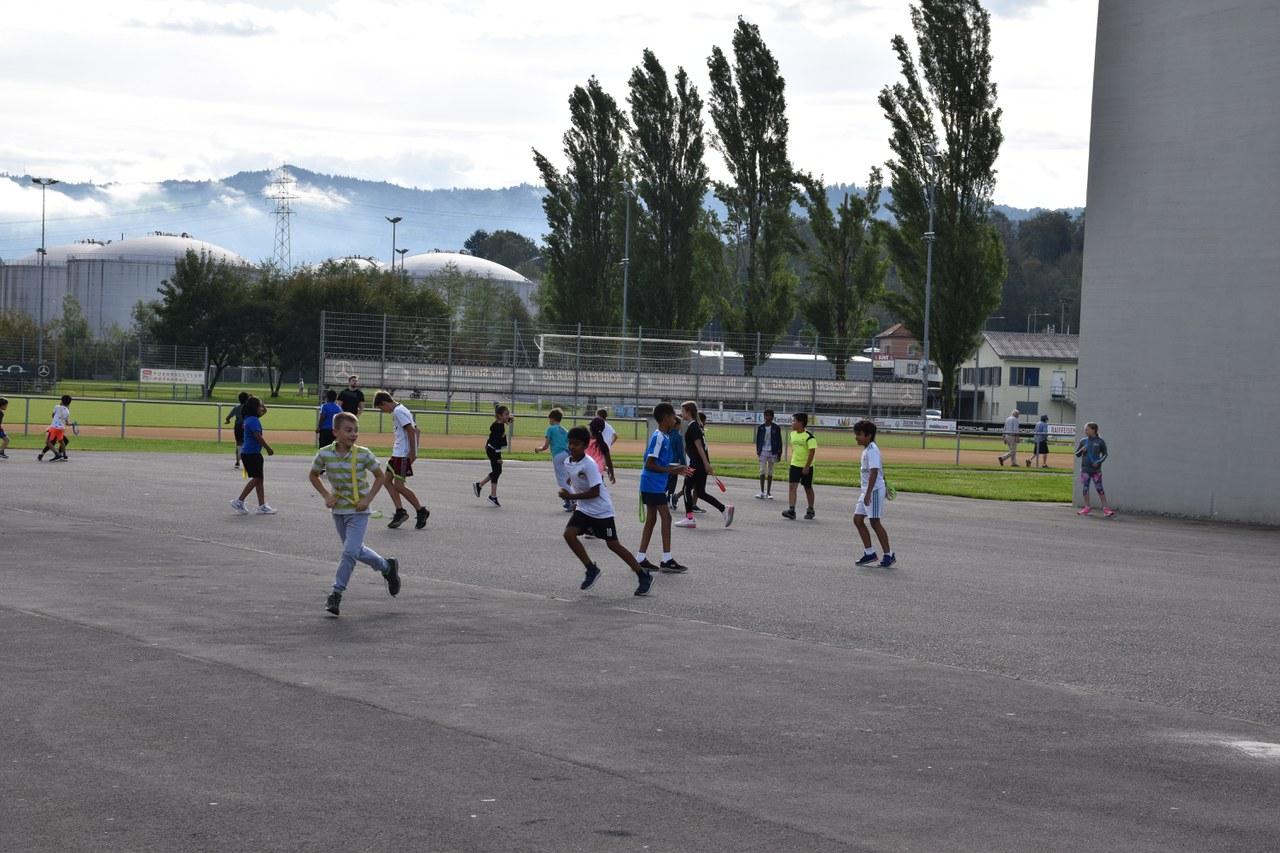 Sport auf dem Sportplatz