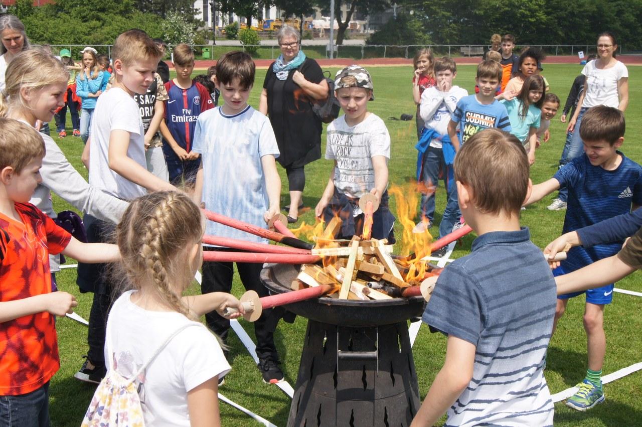 Das olympische Feuer wird im Sportpark Rotkreuz entfacht