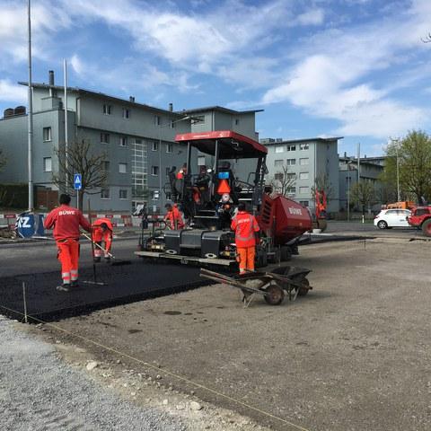 Einbau Asphalttragschicht beim Parkplatz
