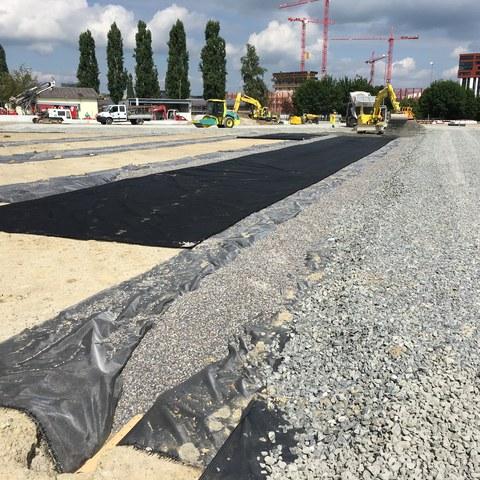 Einbau Geotextil/Schotterschicht beim Kunstrasenplatz