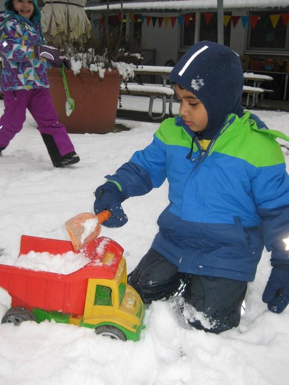 Schnee aufladen.JPG
