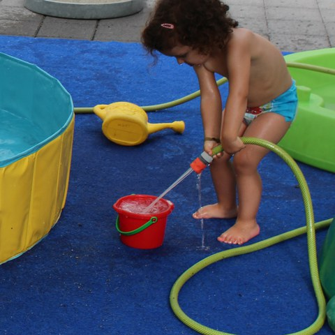 Spiel mit dem Wasserschlauch.JPG