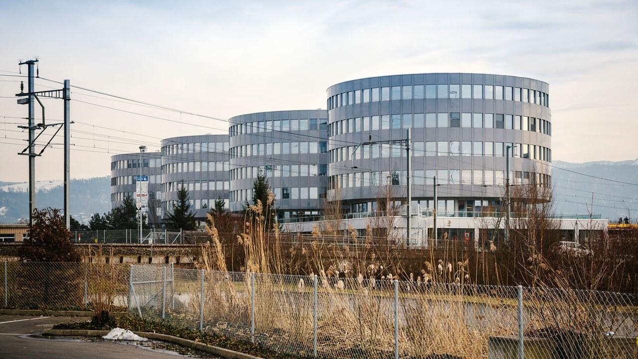 Die markanten 4-Towers prägen das Erscheinungsbild von Steinhausen von der Autobahn aus gesehen.