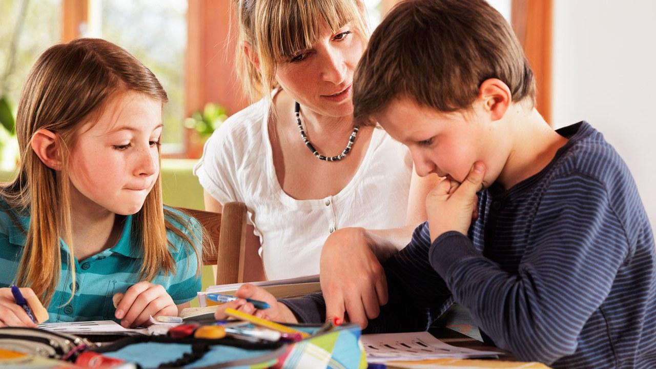 Die Hausaufgabenhilfe unterstützt Schülerinnen und Schüler.
