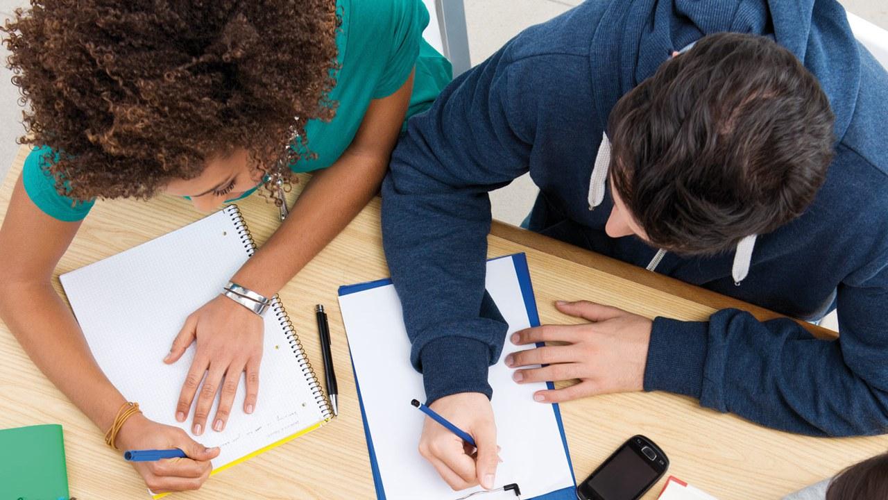 Die Schule Steinhausen bietet Hilfe bei den Hausaufgaben.