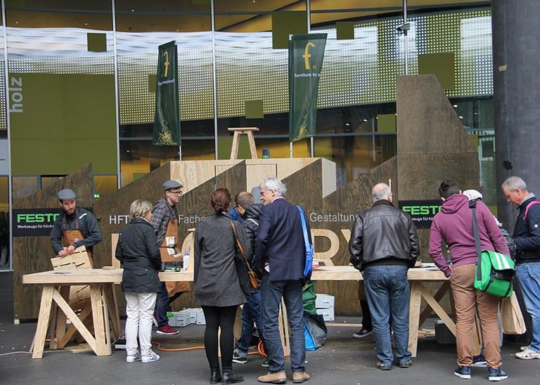 """HFTG an der Messe Basel, Projekt """"Furniture to go"""""""