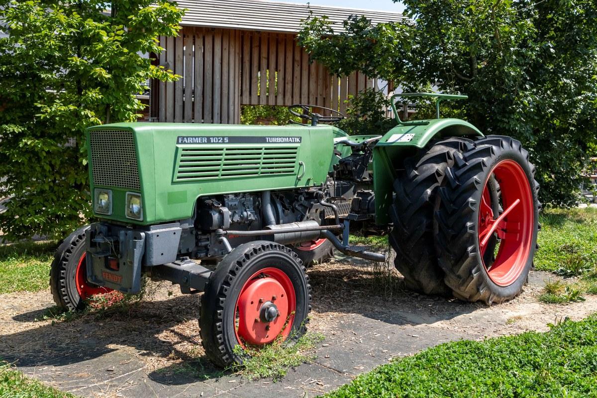 Ausgedienter Traktor