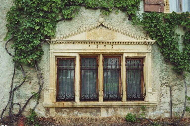 Sandsteinfenster 1898 Cressier (NE)