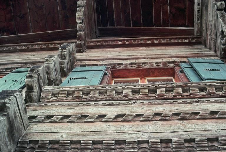 Hausfassade mit Friesornamenten 1659 Les Moulins (VD)