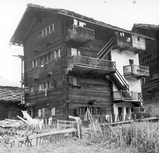 Viergeschossiges Haus in Les Haudères (VS)